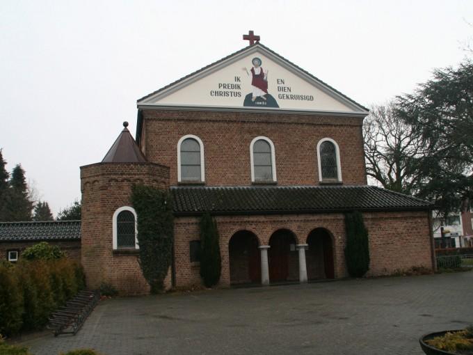 Pauluskerk met pastorie