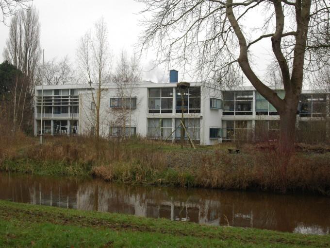 Scholencluster met sportgebouw en bruggen Meppel