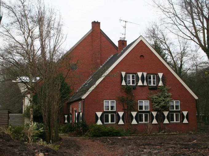 Camouflageboerderij en bijbehorende loodsen
